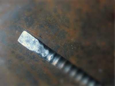 鳶職は鉄骨寄せバールは鉄筋から自作する